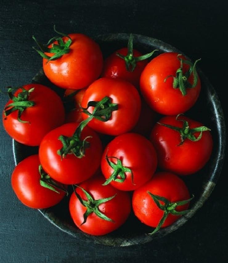 Tomaatteja kulhossa